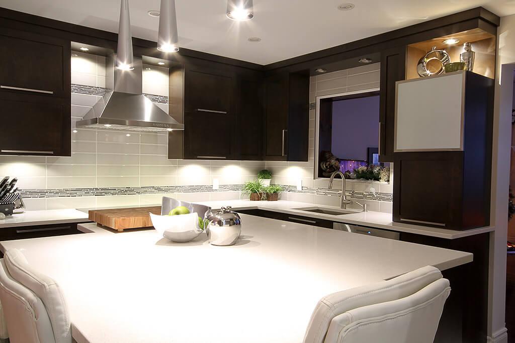 Armoire de cuisine à LeGardeur - Comptoir de quartz