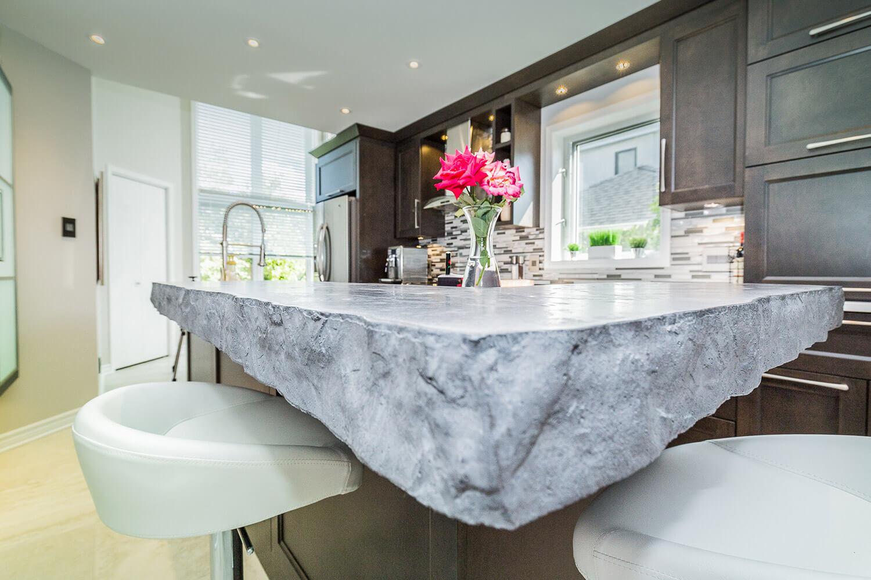 Armoire de cuisine à Terrebonne - Comptoir de quartz et béton