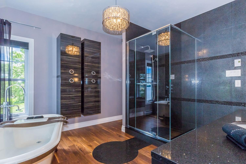 Salle de bain dans lanaudi re comptoir en quartz for Hauteur comptoir salle de bain