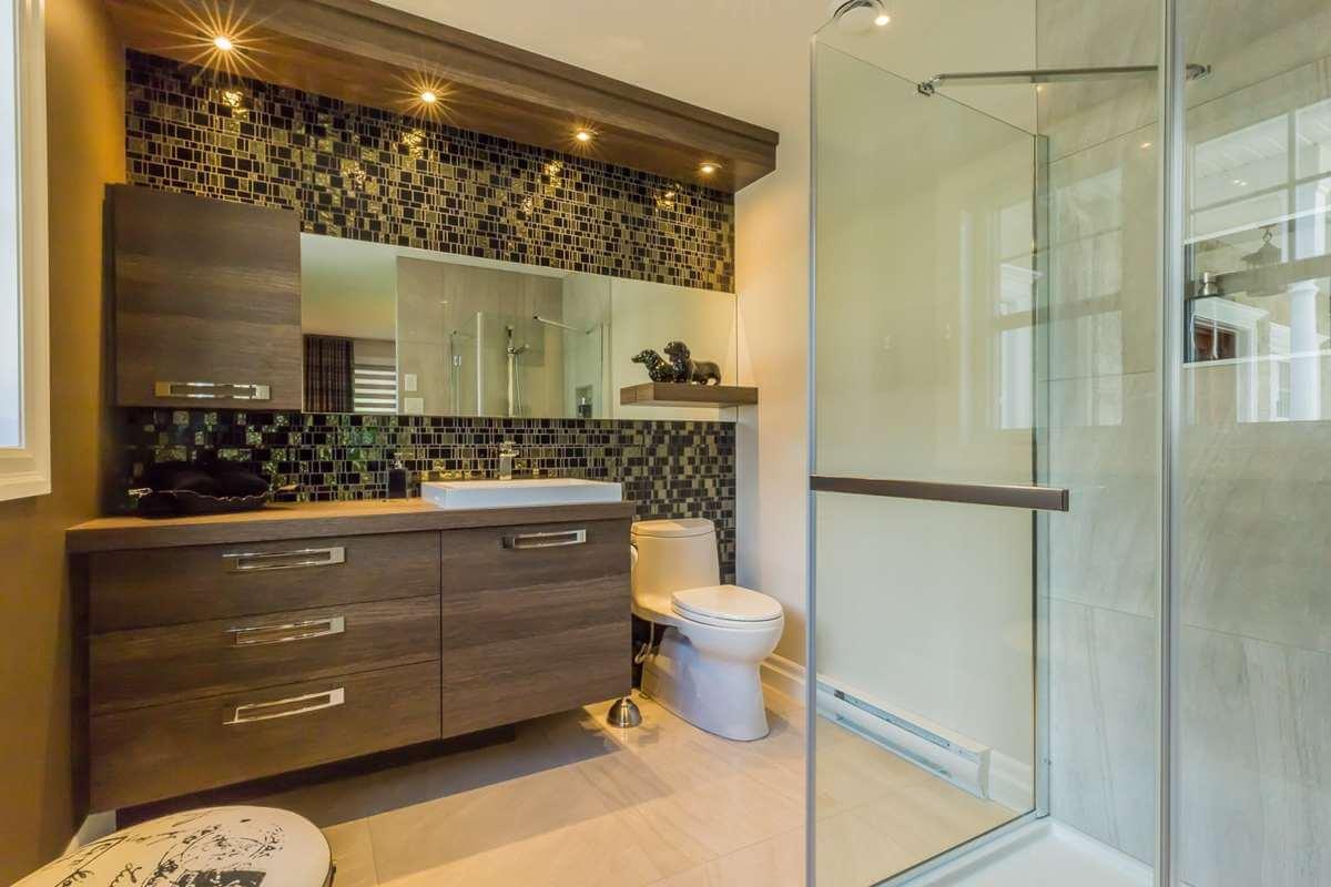 Salle de bain à Lanoraie • Comptoir en stratifier