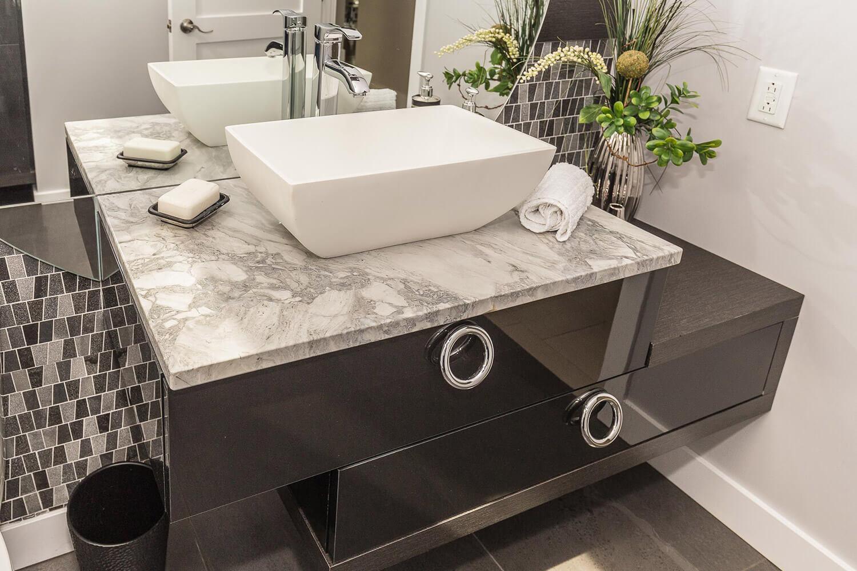 Salle de bain à Lavaltrie • Comptoir en Granit