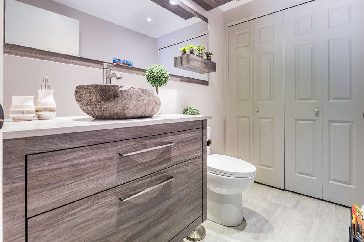 Salle de bain à Lachenaie • Comptoir en quartz