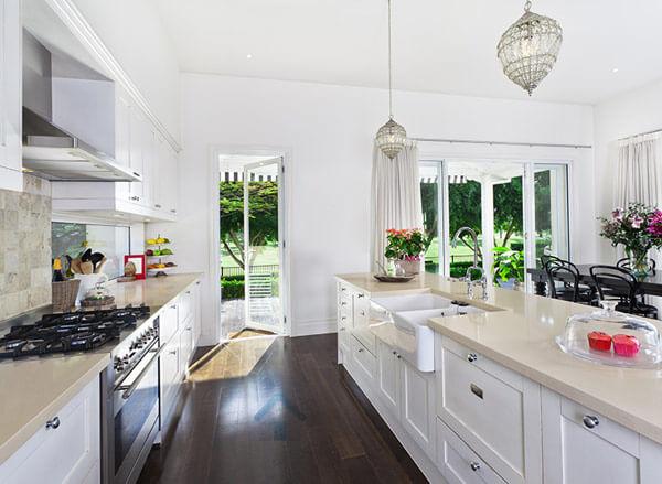 Armoire de cuisine en thermoplastique monica f design - Teindre armoire de cuisine ...